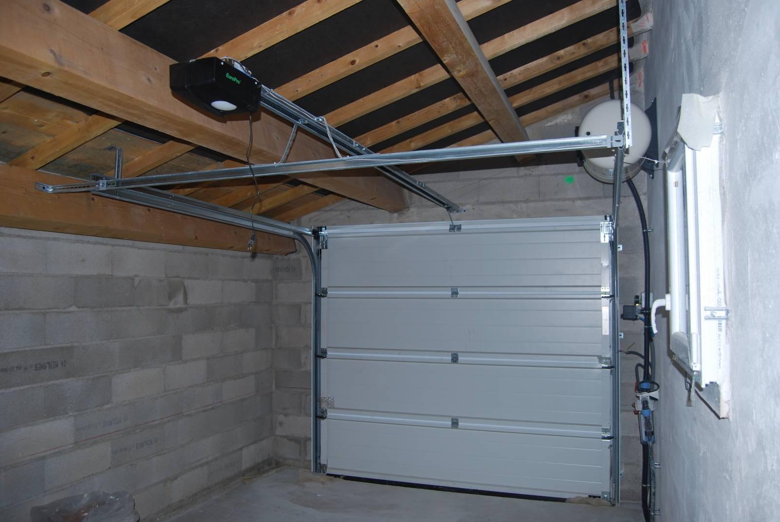 Fourniture Et Pose Dune Porte De Garage Sectionnelle à Lunel Navy