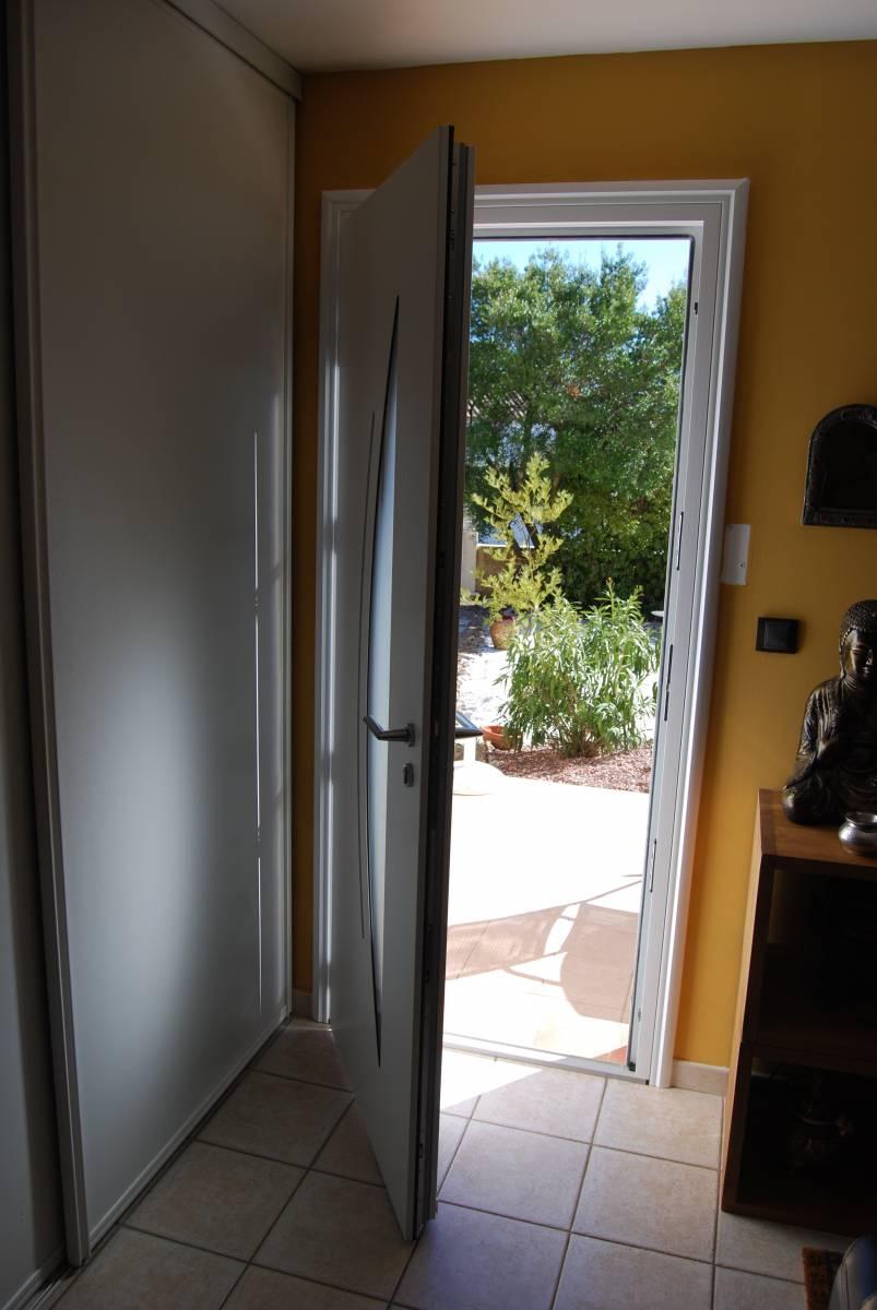 largeur d une porte maison design. Black Bedroom Furniture Sets. Home Design Ideas