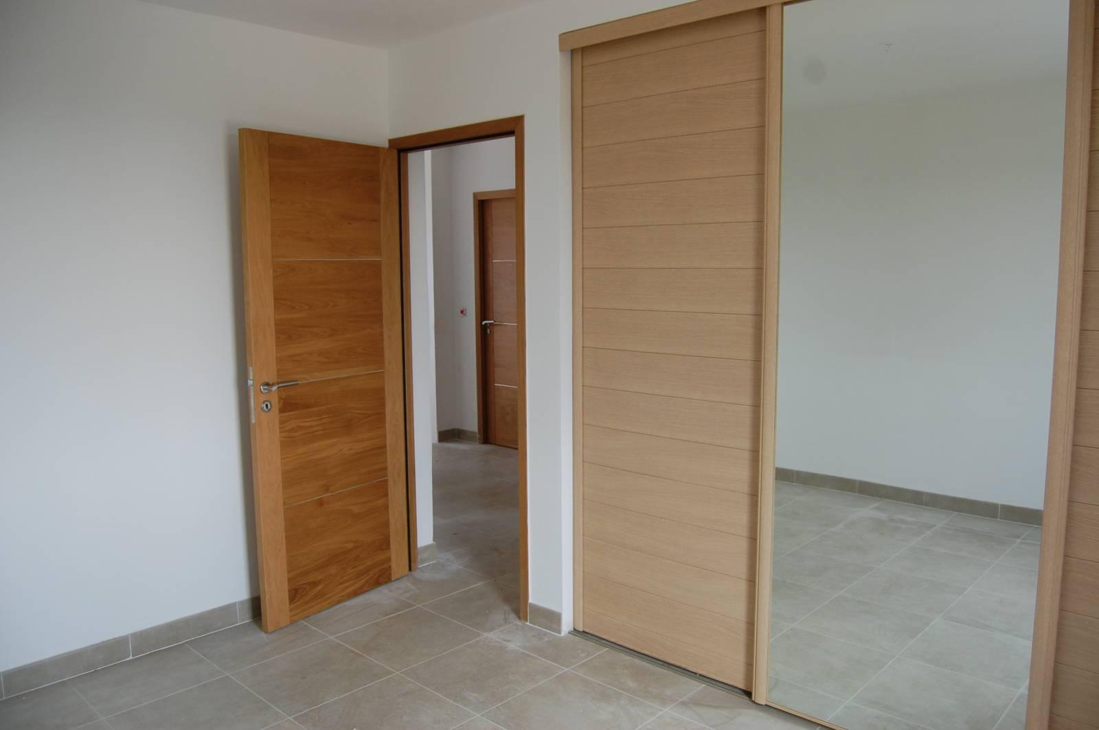 installation de portes int rieures ch ne massif et. Black Bedroom Furniture Sets. Home Design Ideas